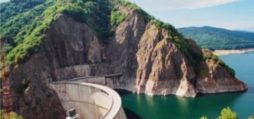 Barajul-Vidraru-plan-indepartat
