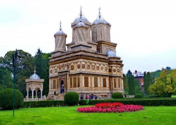 Manastirea-Curtea-de-Arges-20110128130137