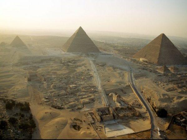 piramides-de-giza-640x480