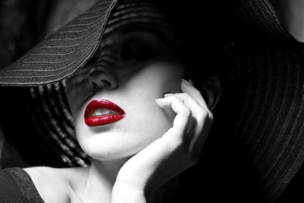 femeie-sexy_39270604-696x464