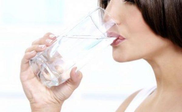 cinci-mituri-despre-hidratare-de-cata-apa-avem-nevoie-si-de-unde-o-luam_size2