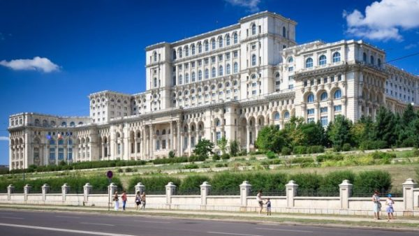 palatul-parlamentului-omofon-750x422